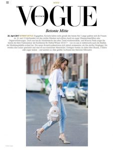 Street Style - Betonte Mitte - Das Comeback des Korsetts - VOGUE - 2017 05 - Alexandra Lapp - found on http://www.vogue.de/mode/mode-trends/street-style-korsett#galerie/9