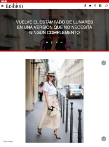 Vuelven los lunares en la version que no necesita complementos - Foto 3 - fashion.hola.com - 2020 03 12 - Alexandra Lapp - found on https://fashion.hola.com/tendencias/galeria/2020031269181/vestido-lunares-looks-primavera/3/