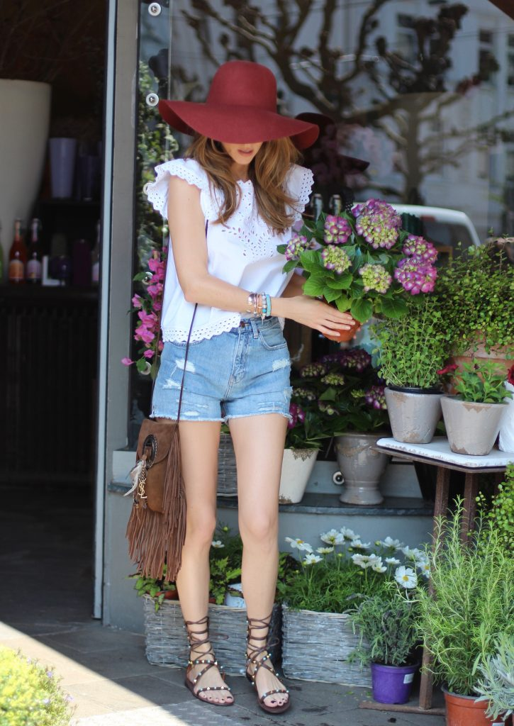 Alexandra Lapp wearing gladiator sandals from Valentino, Zara, H&M, Saint Laurent, Monokel Eyewear, Blumarine