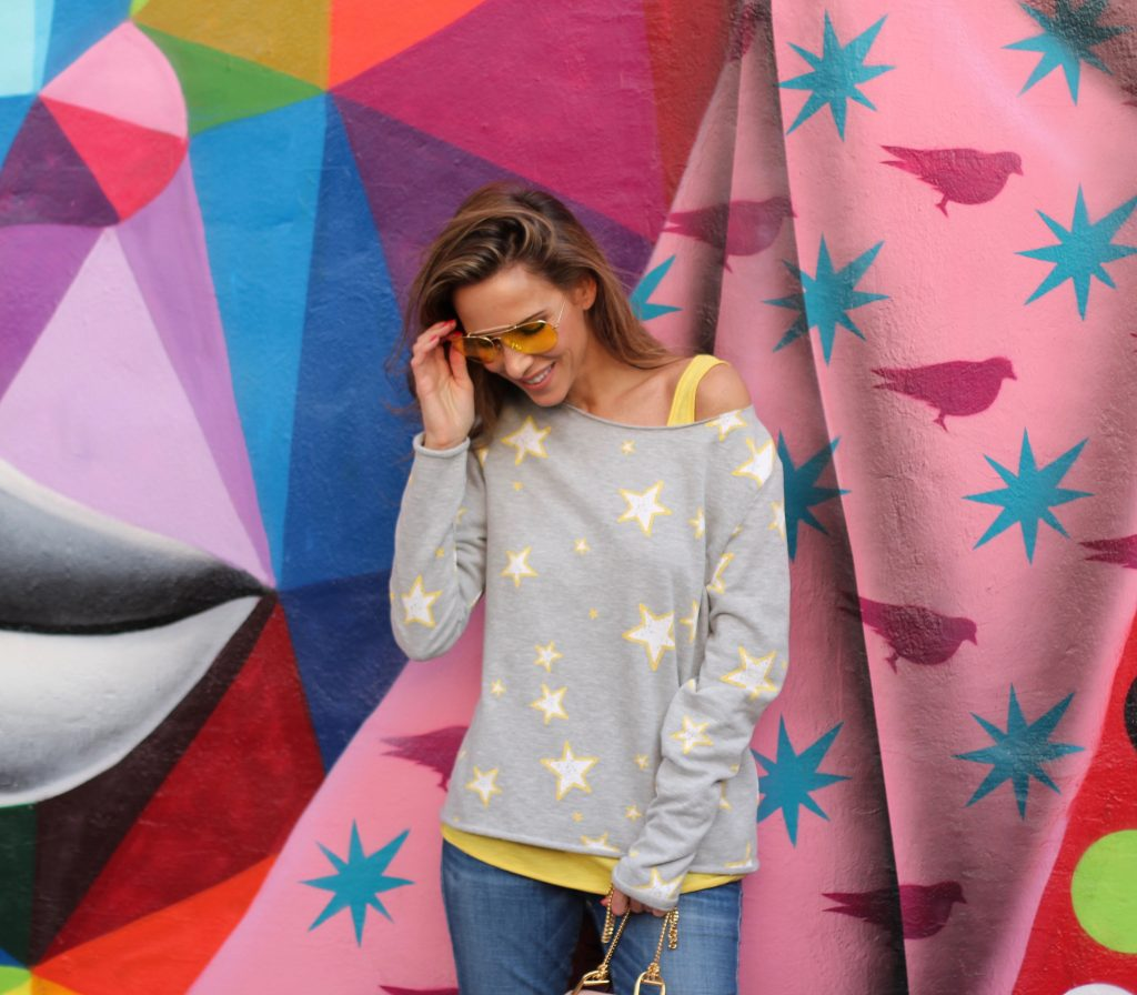 WYNWOOD; MIAMI - DEZEMBER : German model and fashion blogger Alexandra Lapp (@alexandralapp_) wearing Juvia sweater and tank top, True Religion denim, Valentino rockstud flats, vintage Ray Ban sunglasses and a bag by Chloe on Dezember, 2016 in Wynwood Miami during Art Basel Miami *** Local Caption *** Alexandra Lapp