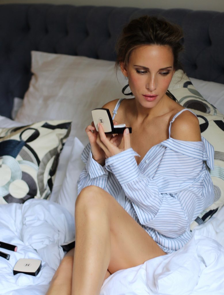 Model and Blogger Alexandra Lapp testing Les Beiges from Chanel, Makeup Chanel Cruise Collection 2017. Sun-kissed skin, glossy lips and flashes of subtle color – everything that magically spreads a perfect vacation vibe and look. Chanel's global creative Makeup and Color Designer Lucia Pica designed a range of products in beautiful bronzes and cool colors and redefined the classic summer look.