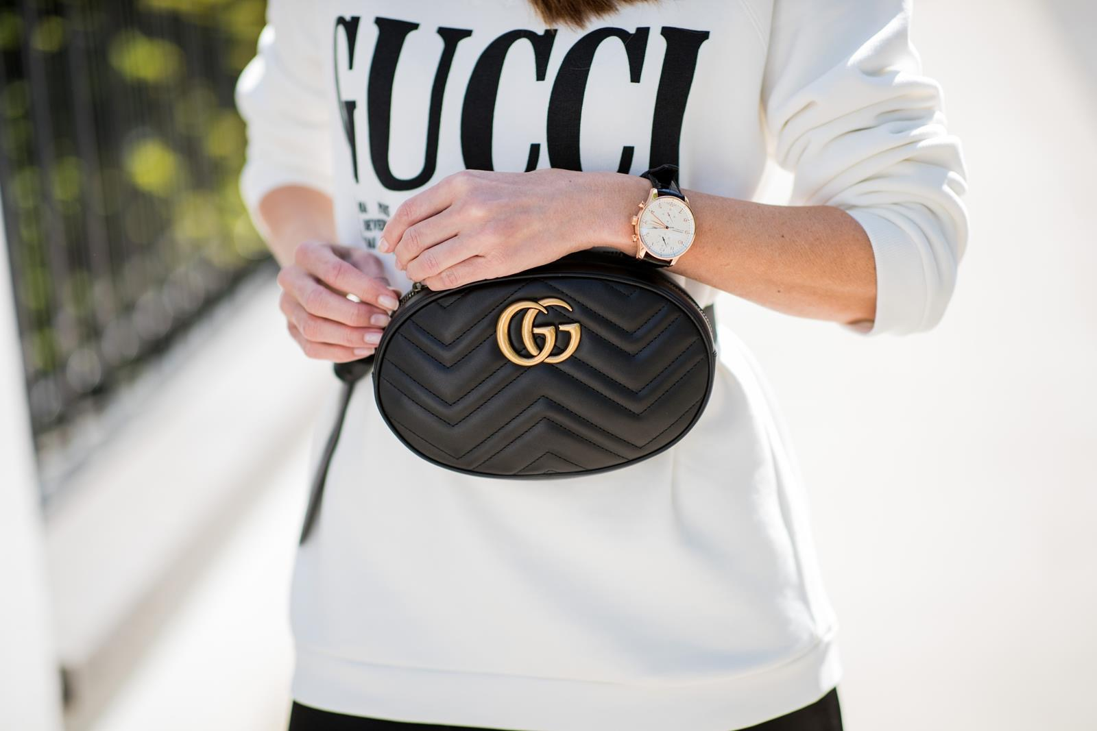 bfbbaf223822 ... Alexandra Lapp wearing a Gucci Belt Bag Look with a white crew-neck  cotton sweatshirt ...