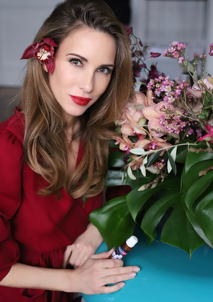 Alexandra Lapp enjoying her tasty Orthomol Beauty drink to support her natural beauty