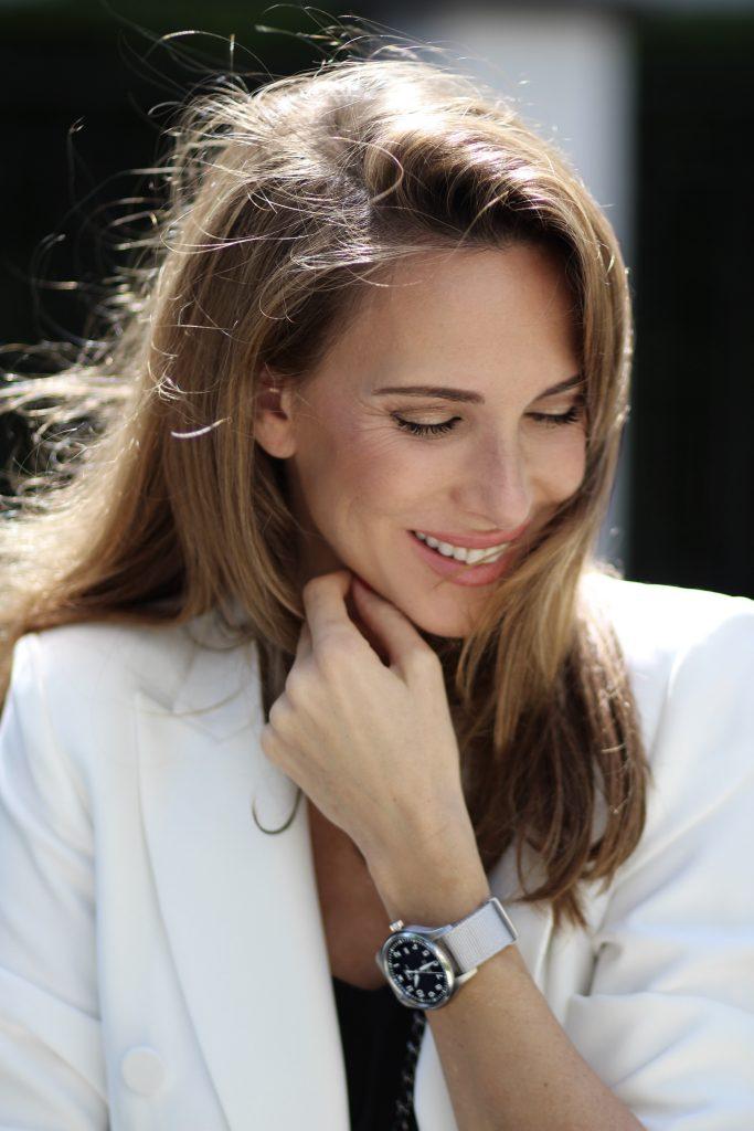 Alexandra Lapp in a Summer Vibes look, wearing a IWC-Schaffhausen Mark XIII Pilot's watch and summer strap