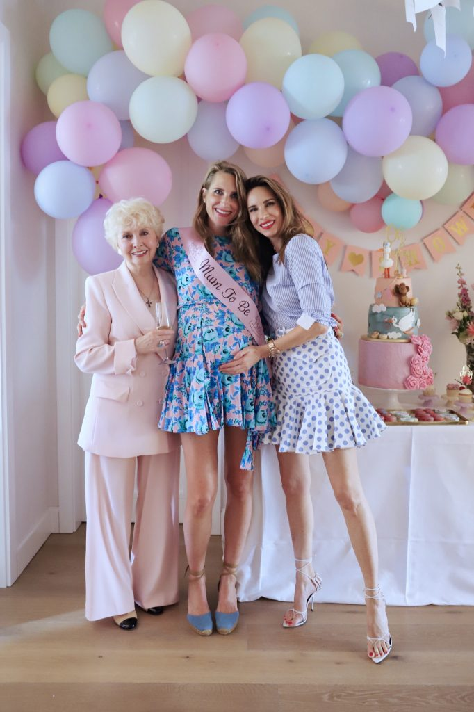 Alexandra Lapp organizing a babyshower for her pregnant sister Isabel Lapp.
