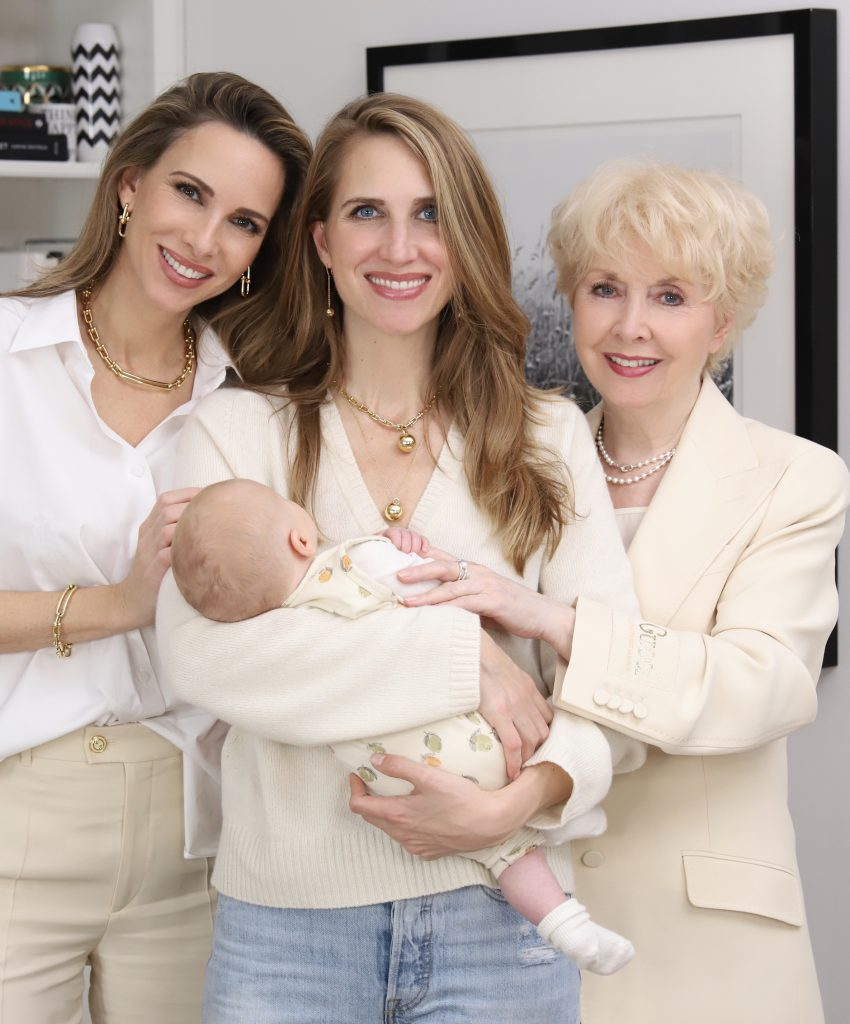 Alexandra Lapp and her family is wishing Happy Holidays, all looks by Breuninger Düsseldorf and jewelery by Tiffany & Co.