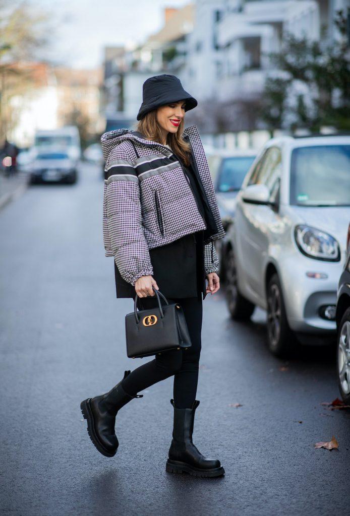 Alexandra Lapp is seen wearing one of her puffer jackets, CHRISTIAN DIOR puffer jacket in black and white, Zara puffer hat in Black, CHRISTIAN DIOR blazer in Black, CHRISTIAN DIOR t-shirt in white, CHRISTIAN DIOR St Honoré Tote bag in black,