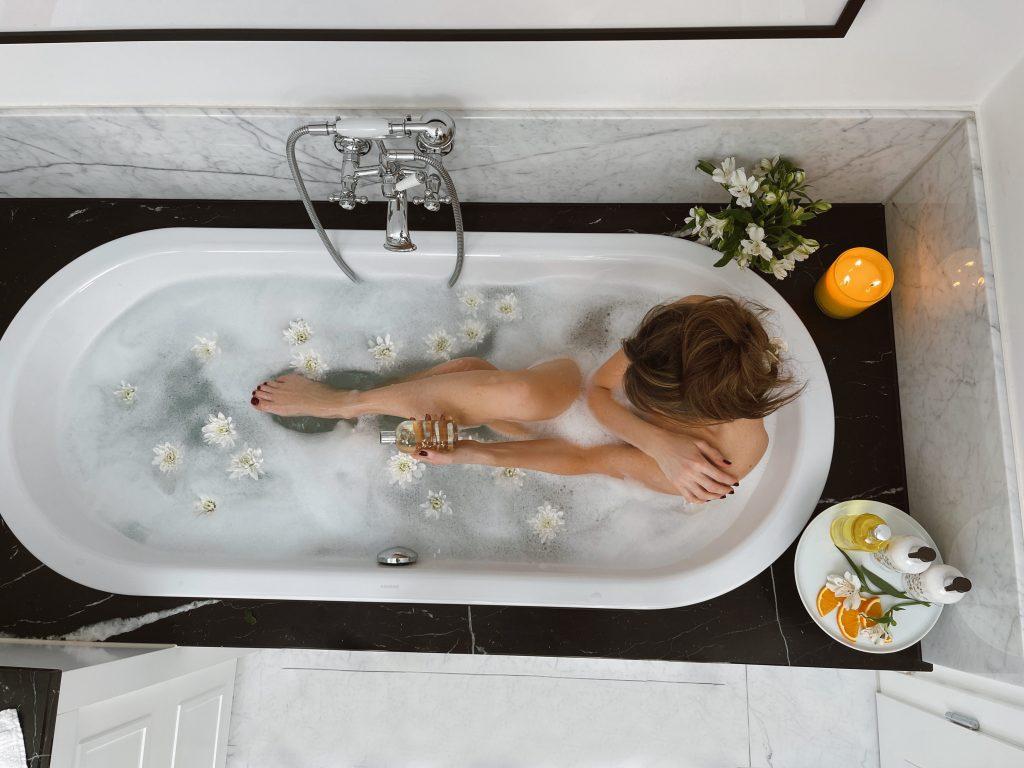Alexandra Lapp zelebriert ihr Baderitual mit Orange & Bergamotte Serie von Molton Brown.