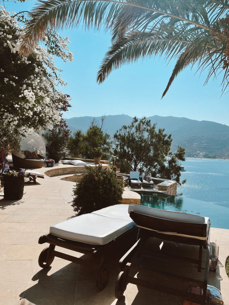 Alexandra Lapp is spending a good time with friends at the Cycladic Gem Luxury Villa, on Ios in Greece.