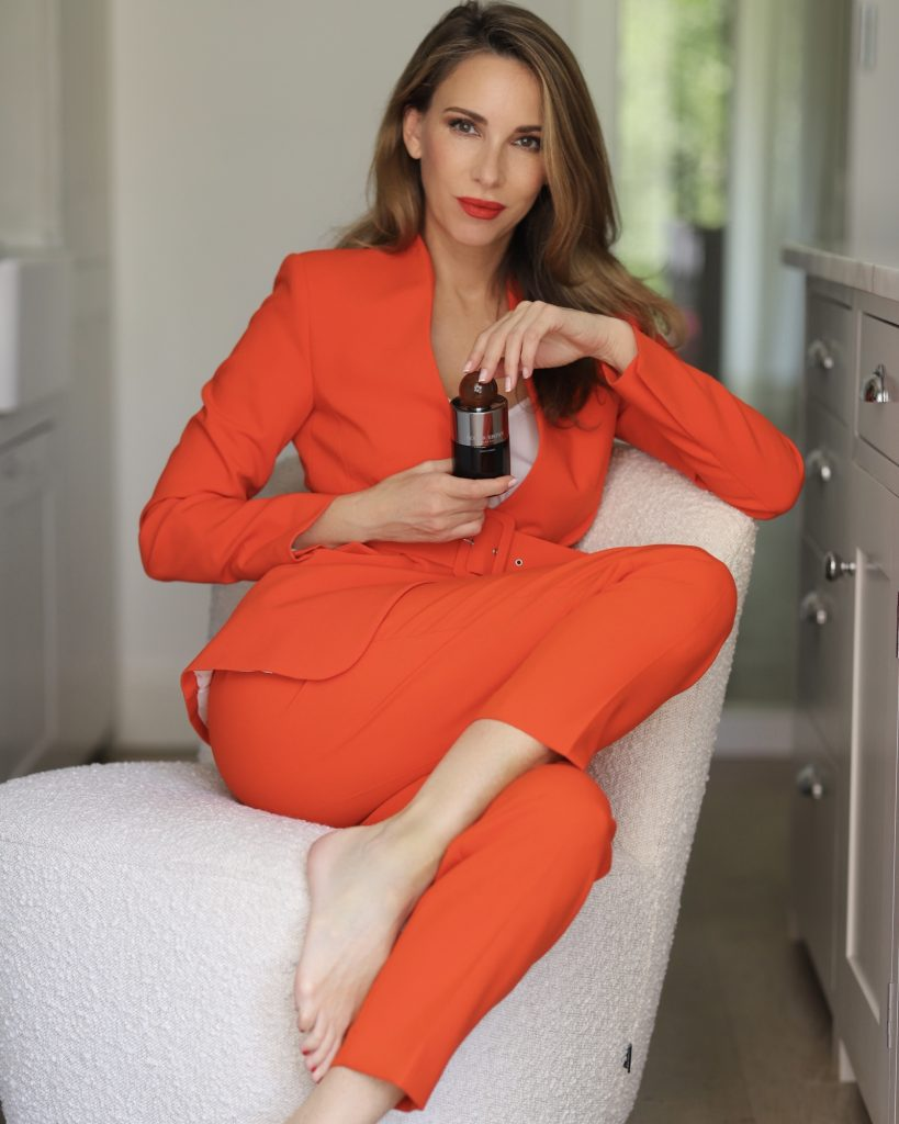 Alexandra Lapp celebrates brave and adventurous looks with the new fragrance NEON AMBER by MOLTON BROWN.